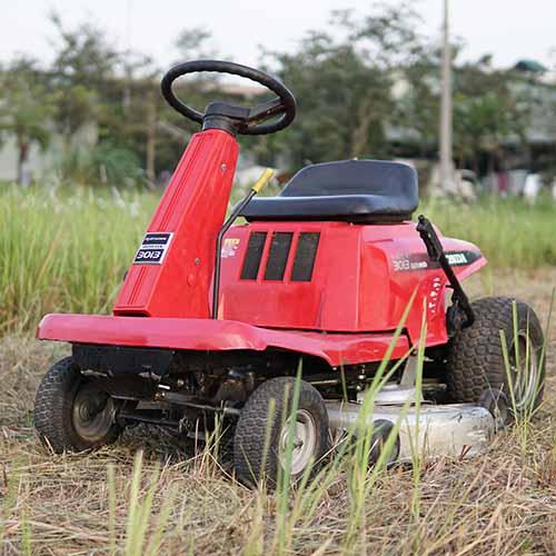 Máy cắt cỏ ngồi lái Honda 3013